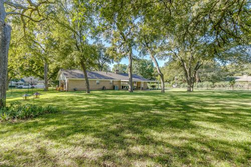 8700 Marys Creek Dr, Benbrook TX 76116